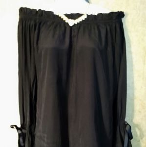 Union of angels black off the shoulders top size X